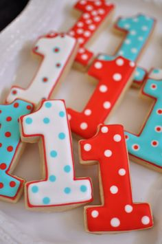 This listing is for 1 dozen of number 1 shaped cookies, for first birthday cookie favors. They are iced with royal icing. Size is 3.5 x 3 inches.