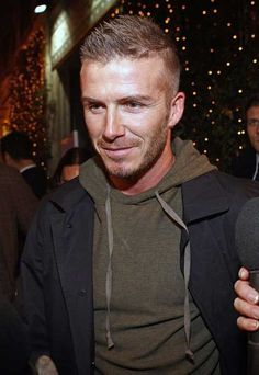David Beckham hairstyles have become actually phenomenal. David Beckham has certainly captured everyone's attention with his athletic ability, stunning wif Short Hair With Beard, Hair And Beard Styles, Short Hair Cuts, Short Hair Styles, David Beckham Haircut, David Beckham Style, Medium Length Hair Men, Hairstyles With Glasses, Summer Hairstyles