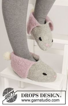 """#DROPSDesign #Easter: Knitted and felted bunny slippers in""""Eskimo""""."""
