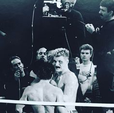 Behind the scenes IIII . Thats my dad in the middle. Sly blocking him Rocky Stallone, Rocky Sylvester Stallone, Rocky Series, Rocky Film, Rocky Balboa, Rocky 1976, Stallone Movies, Silvester Stallone, Creed Movie