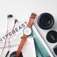 Lthrkrft watch.  ig : @knownasovan #instagram #flatlay #patina #leather #leathergoods #hypebeast #camera #contentmarketing #packshot #productphotography #skullcandy #mockup