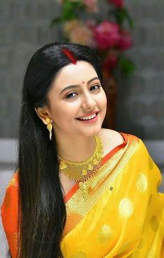 Beautiful Bollywood Actress, Beautiful Indian Actress, Beautiful Actresses, Beautiful Housewife, Beautiful Girl Image, Beautiful Women, Bengali Bridal Makeup, Snake Girl, South Indian Actress Hot