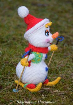 Фотография Minion Crochet, Crochet Snowman, Crochet Toys, Crochet Dolls Free Patterns, Amigurumi Patterns, Christmas Knitting, Christmas Toys, Halloween Pumpkin Carving Stencils, Minion Pattern