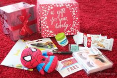 First Impression: Influenster Jingle VoxBox #ittybittys @influenster @hallmark