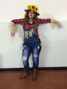 Scarecrow Halloween costume Scarecrow Halloween costume - Real Time - Diet, Exercise, Fitness, Finance You for Healthy articles ideas Halloween Costumes Scarecrow, Fete Halloween, Halloween Costumes For Teens, Halloween Costume Contest, Couple Halloween, Scarecrow Makeup, Halloween Makeup, Farmer Costume, Troll Costume
