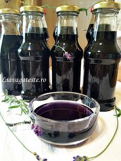 Sirop natural de lavanda Tasty, Yummy Food, Pickles, Red Wine, Alcoholic Drinks, Deserts, Food And Drink, Canning, Smoothie