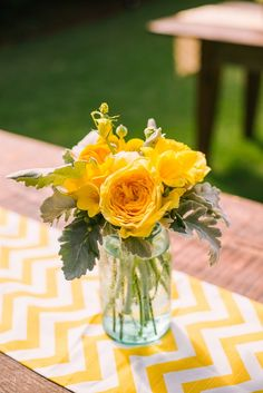 Charleston weddings - Legare Waring House - Juliet Elizabeth Photography - Ooh! Events - yellow + blue decor