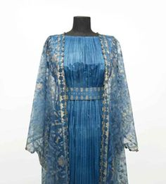 There is something about the pleats on this Fortuny gown. Gorgeous worksmanship!!
