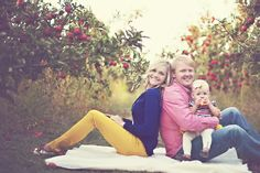 Apple orchard family session #familypictureideas Family picture ideas Fall family photo shoot #portraitsbyandra