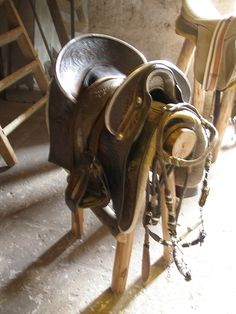 Antique saddle, Photo by quinet,