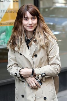 Rooney Mara Photos - Rooney Mara, wearing a khaki coat over a black dress, listens to her iPod while strolling on the New York City set of her new film 'The Bitter Pill'. - Rooney Mara on the Set of 'The Bitter Pill' 2 Rooney Mara Carol, Mara Sisters, Manic Pixie Dream Girl, Khaki Coat, Kate Mara, Mannequins, Hollywood Actresses, Girl Crushes, Beautiful People