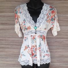 Floral Top with Lace Perfect condition, V neck. Luv Luv Tops