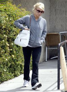 Jessica Simpson Outfits Going to the gym April 26 2006