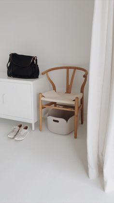 Wishbone Chair, White Wood, News Design, Traveling By Yourself, Happiness, Bedroom, Storage, Blog, Home Decor
