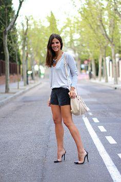 trendy_taste-look-outfit-street_style-ootd-blog-fashion_spain-moda_españa-suede_shorts-shorts_ante-mas34-salones_negros_transparentes-vinilo-jersey-primavera-spring-polaroid-10 by Trendy Taste, via Flickr