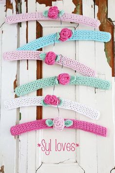 Candysüße umhäkelte Kleiderbügel – Knitting and crocheting Crochet Coat, Love Crochet, Crochet Gifts, Beautiful Crochet, Crochet Flowers, Crochet Hooks, Knitted Coat, Crochet Kitchen, Idee Diy