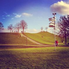 Endlich wieder #Sonne! Fühlt sich ein wenig an wie #Frühling hier in der Günther-Klotz-Anlage   #visitbawu #visitkarlsruhe #karlsruhe #travel #travelblog #sunshine #bluesky #today #MountKlotz #wegweiser #cloud #summertime #tbt #placetobw #bwjetzt #winter #amazing #picoftheday
