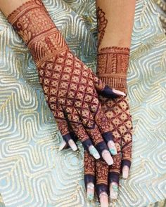 Here is the complete list of beautiful simple mehndi designs to make your lovely hands more amazing. Check this post now. Henna Hand Designs, Mehndi Designs Finger, Wedding Henna Designs, Engagement Mehndi Designs, Latest Bridal Mehndi Designs, Legs Mehndi Design, Mehndi Designs For Girls, Modern Mehndi Designs, Mehndi Design Photos