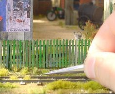 creating your own Grass DIY, miniature garden Miniature Plants, Miniature Houses, Diy Dollhouse, Dollhouse Miniatures, Dollhouse Landscaping, Fee Du Logis, Mini Plants, Fairy Garden Accessories, Miniture Things