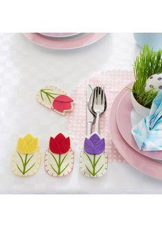 Oryginalna i bardzo urocza ozdoba każdego stołu - etui na sztućce zdobione motywem tulipanów. Zachwyci wszystkich Twoich gości. Wym. ok. 6 x 10 cm.
