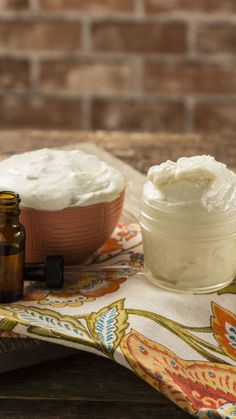 Whipped Peppermint Body Butter We promise this simple, all-natural peppermint body butter will put you in the holiday spirit.We promise this simple, all-natural peppermint body butter will put you in the holiday spirit. Homemade Body Butter, Whipped Body Butter, Homemade Skin Care, Diy Lotion, Lotion Bars, Perfume Making, Lipgloss, Butter Recipe, Beauty Recipe