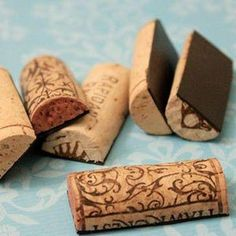 Wine cork magnets - I want to make these! (So I don't need to accumulate ten million corks like all these other cork DIYs) Wine Craft, Wine Cork Crafts, Wine Bottle Crafts, Wine Bottles, Do It Yourself Quotes, Do It Yourself Inspiration, Cute Crafts, Crafts To Do, Diy Crafts