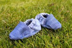 reciclado zapatos de bebé de mezclilla por Pretty Prudent