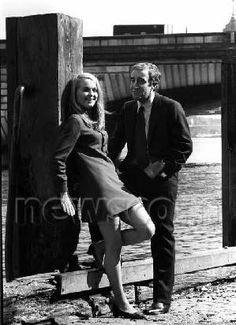 Peter Sellers and Sinead Cusack in Hoffman Actor Model, Sinead Cusack, Famous Faces, My Images, Che Guevara, Bae, Cinema, Actors, Couple Photos