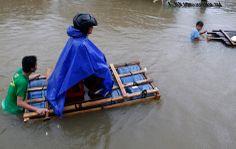 A Butuan una strada allagata a causa delle alluvioni e delle frane che stanno colpendo il sud delle Filippine. (Erik De Castro, Reuters/Cont...