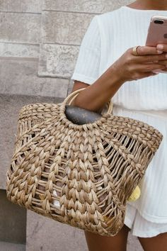 This is how to pack your beach bag for the coming summer days ahead. After all fashion girls know summer style best..