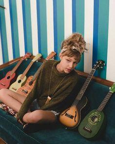 Instagram Aesthetic Grunge, Aesthetic Girl, Aesthetic Vintage, Grace Vanderwaal Ukulele, Twenty One Pilots Ukulele, How To Be Graceful, Famous Singers, Star Girl, America's Got Talent