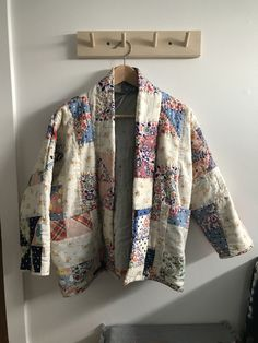 How I (we) made this: quilted jacket — Close Knit Quilted Clothes, Sewing Clothes, Diy Clothes, Handmade Clothes, Coat Patterns, Clothing Patterns, Quilted Jacket, Quilted Coats, Bias Tape