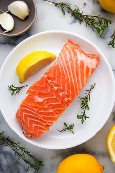 Flavorful lemon, garlic, and thyme baked salmon ready in just 20 minutes! Salmon Recipes, Fish Recipes, Seafood Recipes, Vegetarian Recipes, Yummy Recipes, Raw Salmon, Salmon And Rice, Simple Baked Salmon, Fresco