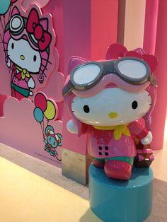 Hello Kitty at Taipei airport -- Dec 2013 (*^_^*)