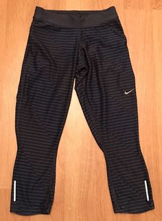 NIKE Women's Black Cropped Exercise Pants Size XS Excellent Cond Free Ship #NIKE #CapriLeggings