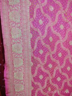Maysori geogrette bandhani saree only of Vanza for more info call us or WhatsApp us on 9978999918 Bandhani Saree, Indian Outfits, Sarees, Shah Alam, Women Wear, Quilts, Couture, Design, Fashion