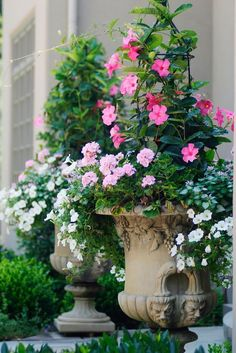 French Country Garden Planters for Spring We're gearing up for warmer temperatures here at The Well Appointed House, and that entails prepping our outdoor areas. Gardening is one of our most treasured pastimes here at The Well Appoin… Container Flowers, Container Plants, Container Gardening, Garden Urns, Garden Planters, Porch Planter, Box Garden, Balcony Gardening, Bonsai Garden