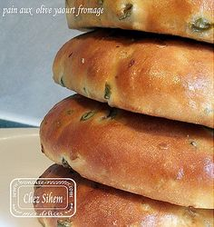 pain aux olives yaourt fromage2 Pain Aux Olives, Grilled Cheese Rolls, Morrocan Food, Levain Bakery, Brioche Bread, Salad Dishes, Mini Burgers, Bread And Pastries, Middle Eastern Recipes