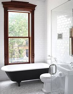 Gorgeous Black And White Subway Tiles Bathroom Design Renovieren Gorgeous Black and White Subway Tiles Bathroom Design - Onechitecture Bathroom Tile Designs, Bathroom Inspiration, Black Tub, Victorian Bath, Bathrooms Remodel, Beautiful Bathrooms, White Subway Tile Bathroom, Clawfoot Tub, Townhouse Interior