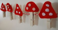 Basteln mamas kram: Glück am laufenden Band How To Choose Curtains Or Blinds For Your Home The curta Kids Crafts, Craft Stick Crafts, Felt Crafts, Craft Projects, Arts And Crafts, Autumn Crafts, Christmas Crafts, Am Laufenden Band, Felt Mushroom