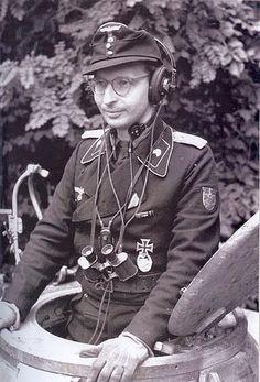1944, France, Abreschviller, Un Zugführer (commandant de peloton) du XXXXVII.Panzerkorps / 5.Panzerarmee prend la pose pour la propagande 1/4 | Flickr - Photo Sharing!