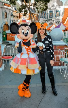 Pro Tips and Tricks for Mickey's Halloween Party - Halloween Party Disney World Halloween, Mickey Halloween Party, Disneyland Halloween, Halloween Celebration, Fall Halloween, Happy Halloween, Disneyland Outfits, Disney Outfits, Disneyland Photos