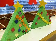 Kuvahaun tulos haulle isänpäivälahja alkuopetus Christmas Crafts For Kids, Triangle, Preschool, Kids Rugs, Design, Home Decor, Christmas, Children, Decoration Home