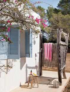 decordemon: Provence style house on Formentera island Outdoor Baths, Outdoor Bathrooms, Patio Interior, Interior And Exterior, Design Interior, Outdoor Spaces, Outdoor Living, Outdoor Decor, Rustic Outdoor