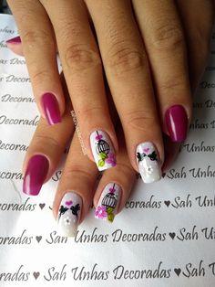 As flores desde muito tempo fazem parte da decoração das unhas. São símbolos da graça e delicadeza feminina. Flores simbolizam beleza, pureza, amor, criatividade e harmonia, e muitas outras belas palavras que podemos relacionar com as mulheres. Hoje veremos lindas fotos de unhas decoradas com flores! Como as unhas decoradas com joias de unhas, as… Flower Nail Designs, Nail Art Designs, Fancy Nails, My Nails, Autumn Nails, Nail Decorations, Flower Nails, Manicure And Pedicure, Hair Beauty
