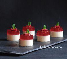 Panna cotta de vainilla con gelatina de frambuesa
