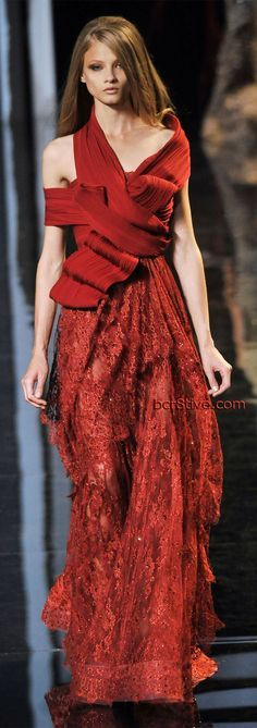 Elie Saab Parigi - Haute Couture Fall Winter - Shows - Vogue. Red Fashion, Couture Fashion, Runway Fashion, High Fashion, Fashion Show, Autumn Fashion, Couture Style, Elie Saab Fall, Elie Saab Couture
