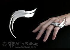 """""""Cassandra"""" gedigent handornament i massivt sølv - Smykkedesigner og Gullsmed Ailin Rølvåg"""