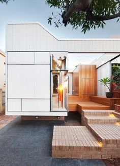 Modern House Design : Philip Stejskal Architecture has equipped a white timber extension to a 1890s