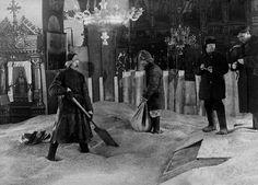 Зернохранилище в православном храме, 1920-е